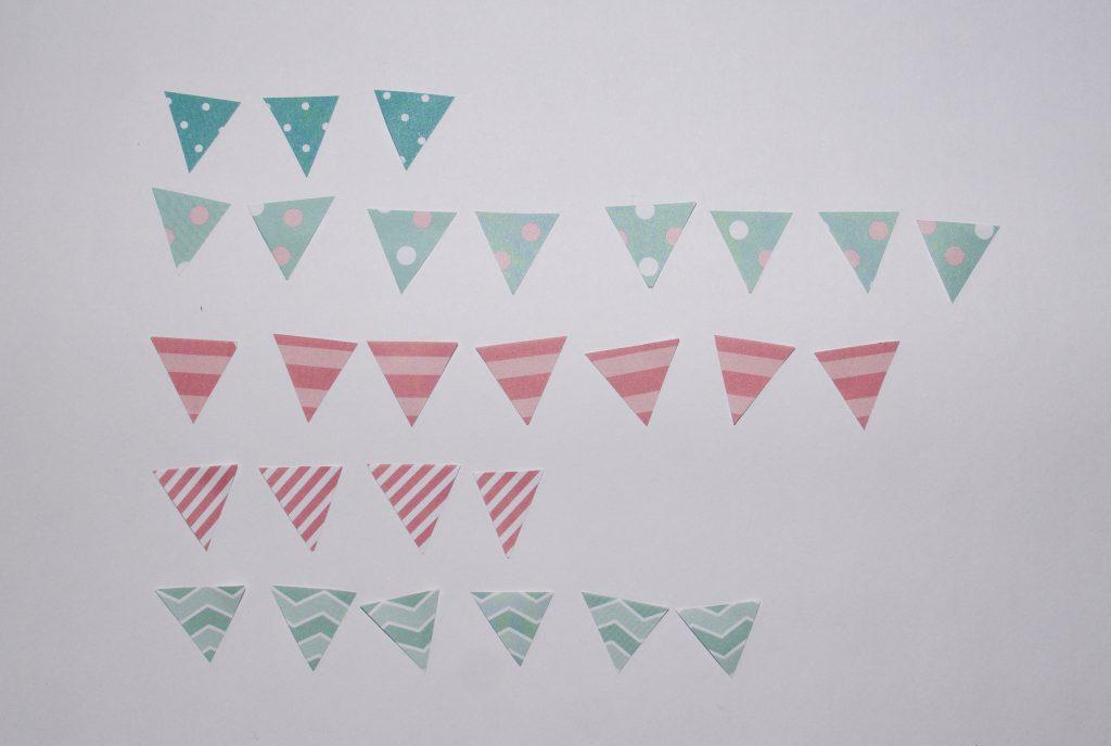 Wycięte trójkąciki z papieru ozdobnego